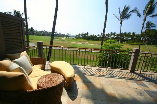 Four Seasons Resort Hualalai: View over golf course to ocean