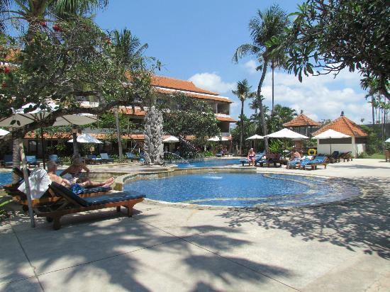 Hotel Bali Rani: The pool area