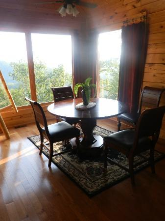 Gatlinburg Falls Resort: Dining Room