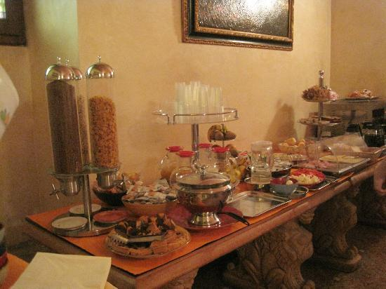 Porta Faenza: Breakfast buffet
