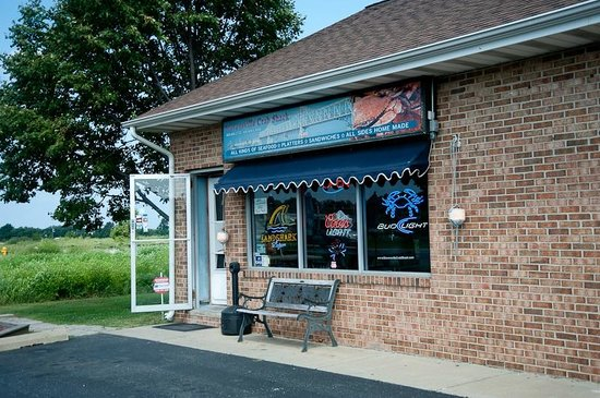 Stevensville Crab Shack: Not a stellar entrance, but hey, you wanna pay for looks or food?