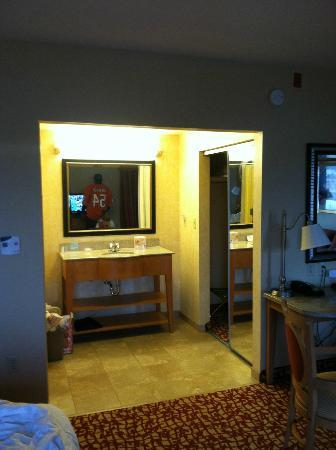 Hampton Inn & Suites Raleigh-Durham Airport-Brier Creek: closet and bathroom vanity area