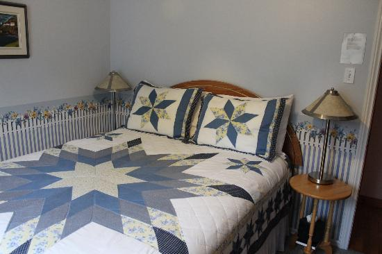 The Flying Dutchman Bed & Breakfast: The Wooden Shoe Room