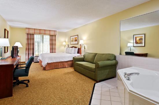 Country Inn & Suites By Carlson, Elgin: CountryInn&Suites Elgin WhirlpoolSuite