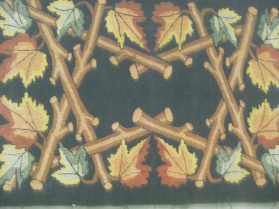 Les Trois Pignons: Lovely rug design...
