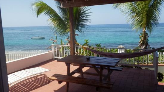 Villa Tropical Oceanfront Apartments on Shacks Beach: M1 patio view facing north