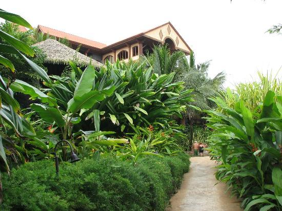 The Springs Resort and Spa: Lush Landscaping 