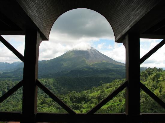 The Springs Resort and Spa: Volcano View from Lobby