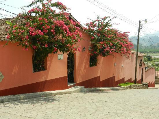 La Casa de Cafe : Street View of B&B