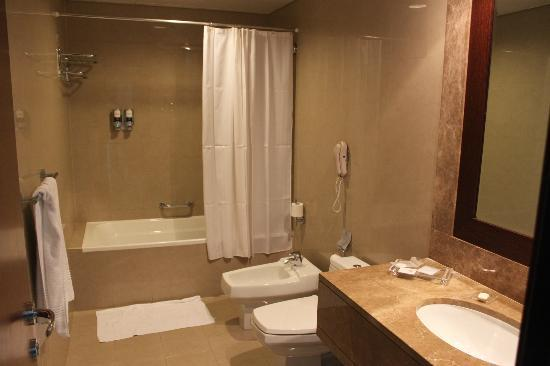 The Sheraton En Suite Bathroom: Picture Of Four Points By Sheraton Sheikh Zayed
