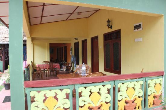 Sigiri Lion Lodge : porch area outside of rooms