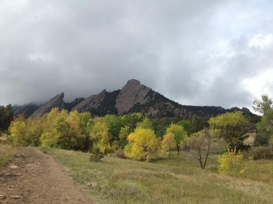 Boulder, CO : Flatirons in the pre-rain