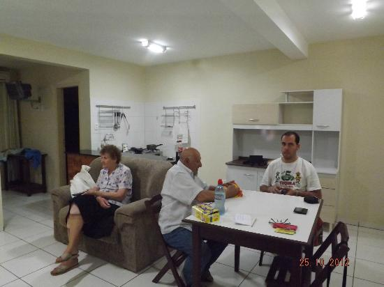 Savaris Apart Hotel: Amplia cocina comedor