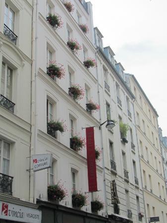 Hotel de Londres Eiffel: front of hotel
