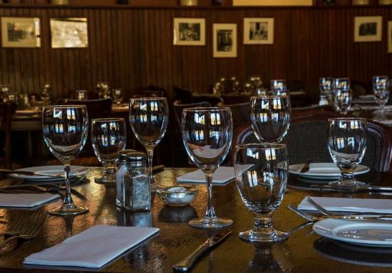 Lake Louise Station Restaurant : Table Setting