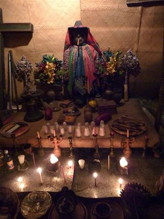 La Azotea Cultural Center: Maximón display