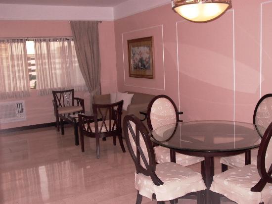 Orchid Garden Suites - Manila: LOUNGE AREA