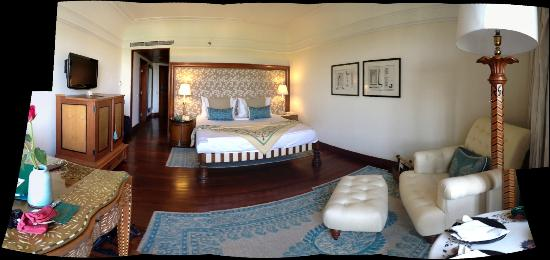 The Oberoi Amarvilas: Hotel room