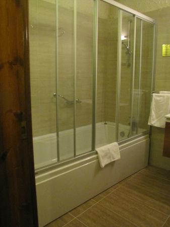 Dilek Kaya Hotel: baignoire