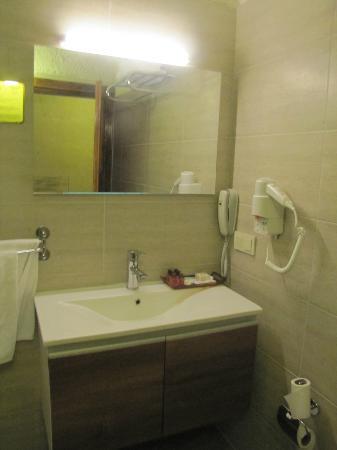 Dilek Kaya Hotel: lavabo