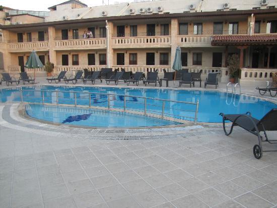 Dilek Kaya Hotel: piscine troisième niveau