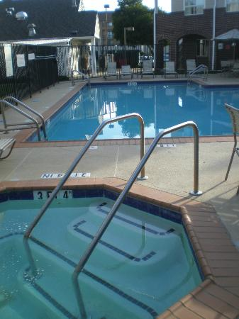 Residence Inn Atlanta Airport North/Virginia Avenue : clean pool