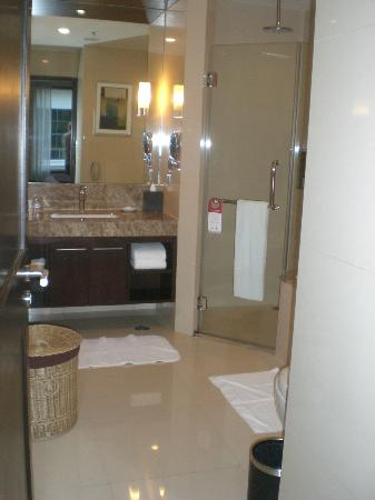 ‪‪Sukhumvit Park, Bangkok - Marriott Executive Apartments‬: Large Bathroom