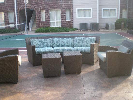 Residence Inn Atlanta Airport North/Virginia Avenue: BBQ area