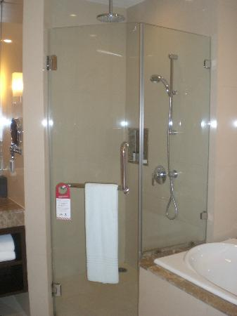 Sukhumvit Park, Bangkok - Marriott Executive Apartments: Rainforest shower