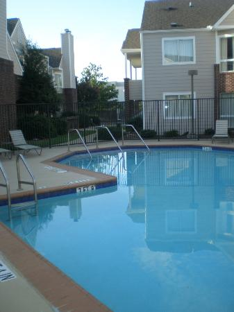 Residence Inn Atlanta Airport North/Virginia Avenue: unheated, but so very refreshing