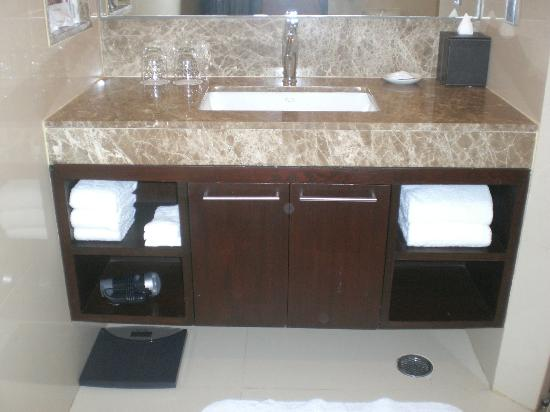 Sukhumvit Park, Bangkok - Marriott Executive Apartments: Bathroom
