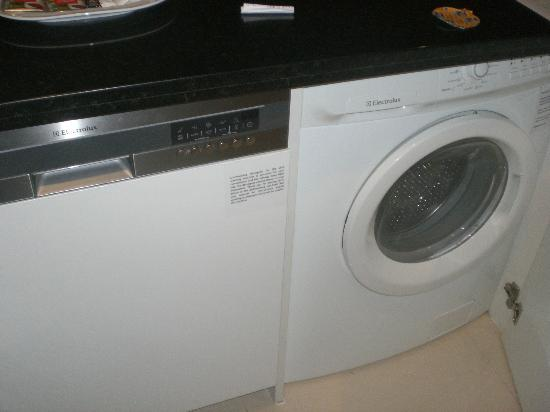 Sukhumvit Park, Bangkok - Marriott Executive Apartments: Washing Machine