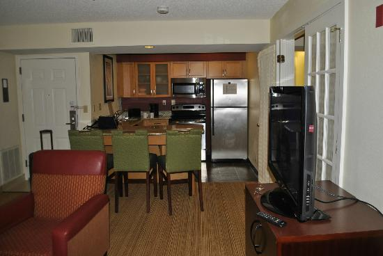 Residence Inn Atlanta Airport North/Virginia Avenue : the kitchen/diner
