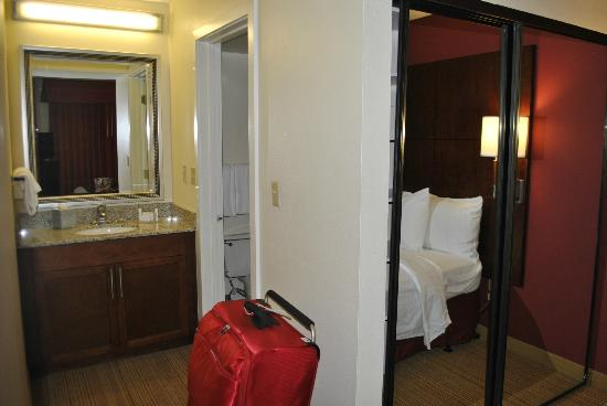 Residence Inn Atlanta Airport North/Virginia Avenue : leading to our ensuite
