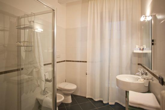 La Settima Onda: Bathroom blu room