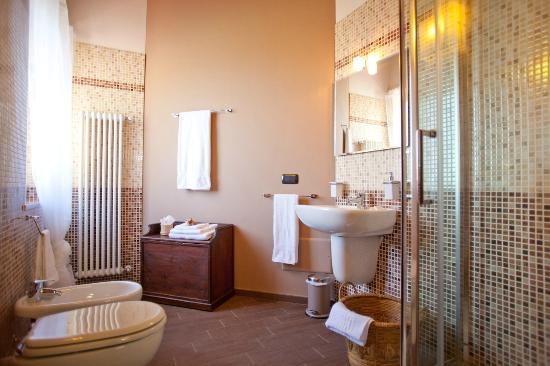 La Settima Onda: Bathroom brown room