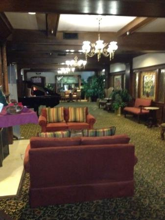 The Historic Santa Maria Inn: lobby