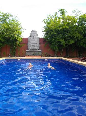 Lotus Lodge: Luscious swimming