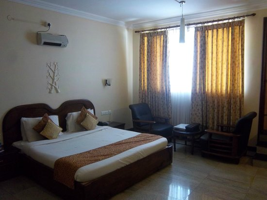 Grand Palace Hotel & Spa Yercaud: Suite room