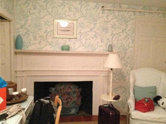Ships Inn: Faux fireplace and reading chair