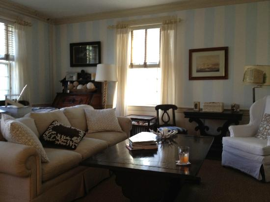 Ships Inn: B&B sitting room (cookies and lemonade served every pm)