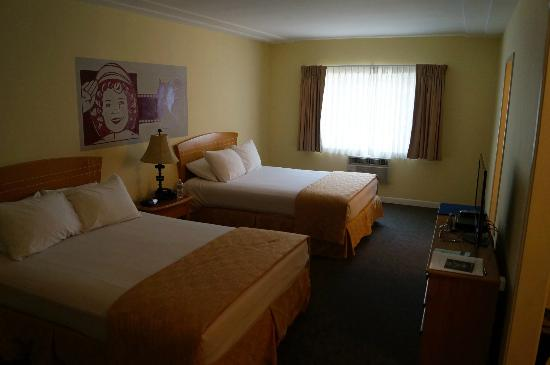 Hollywood Celebrity Hotel: 2 Queensize Betten