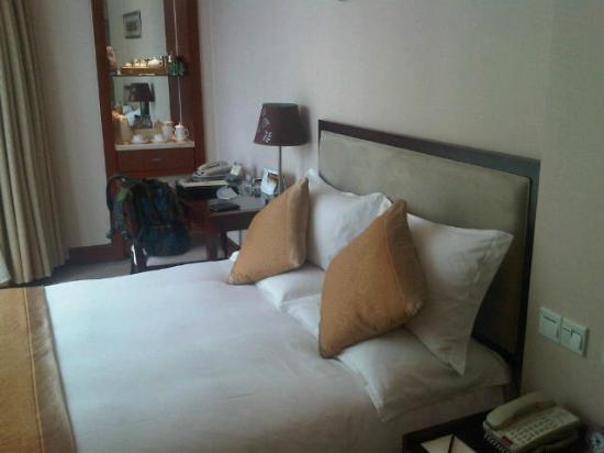 Ambassador Hotel: Cama muy confortable