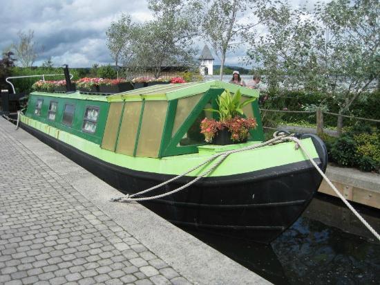 Trago Mills Family Shopping & Leisure Park : The canal garden