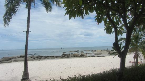 Centara Grand Beach Resort & Villas Hua Hin: View from the back of the hotel