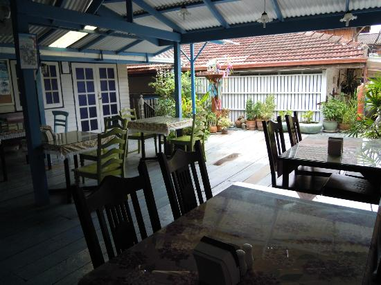 Fulay Guest House: Full view of the dinning area