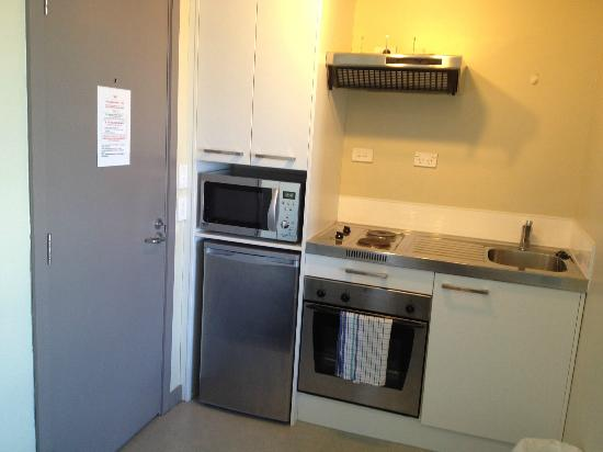 Southern Cross Serviced Apartments: Complete kitchen