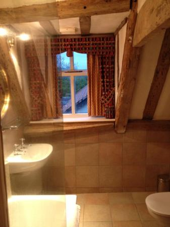 The Old Ram Coaching Inn: stunning bathroom