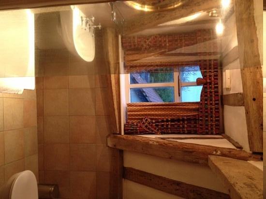 The Old Ram Coaching Inn: stunning bathroom