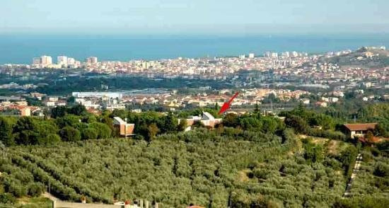 Colle Moro Resort - B&B Villa Maria: Veduta della proprietà di Colle Moro, Pescara e l'Adriatico sullo sfondo